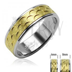 Stainless steel ring - golden part with cuts