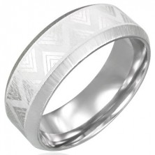 Triangel pattern steel ring with cut edges