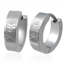 Huggie steel earrings - matt lattice pattern