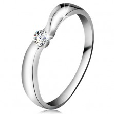 Ring made of white 14K gold with sparkly brilliant in clear colour, wider shoulders