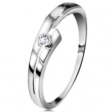 Ring made of white 14K gold with sparkly brilliant in clear colour, divided line of shoulders