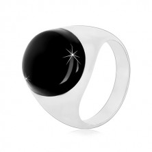 925 silver ring with a black oval glaze and shiny shoulders