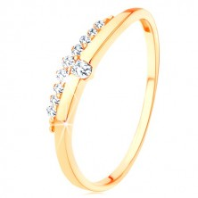 Ring in yellow 9K gold - smooth wave with clear zircon, zircon line