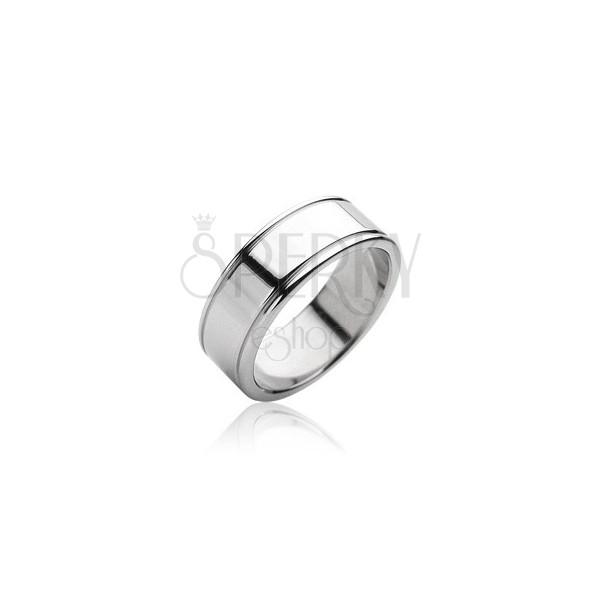 Smooth matt steel ring with shiny lining