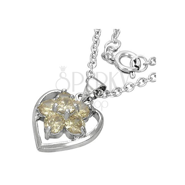 Necklace with trendy heart in the middle