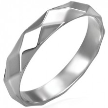 Shiny women's ring made of steel with rhombic pattern